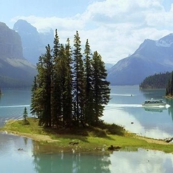Jasper National Park Tour of Maligne Valley, Medicine Lake and Spirit Island
